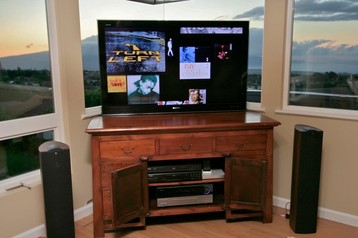 High end Home Theatre (HDTV is on a lift)