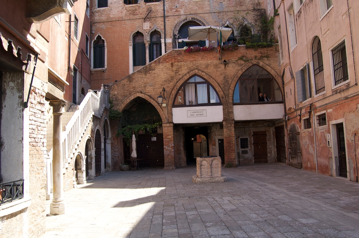 A gem near Rialto Bridge in Venice