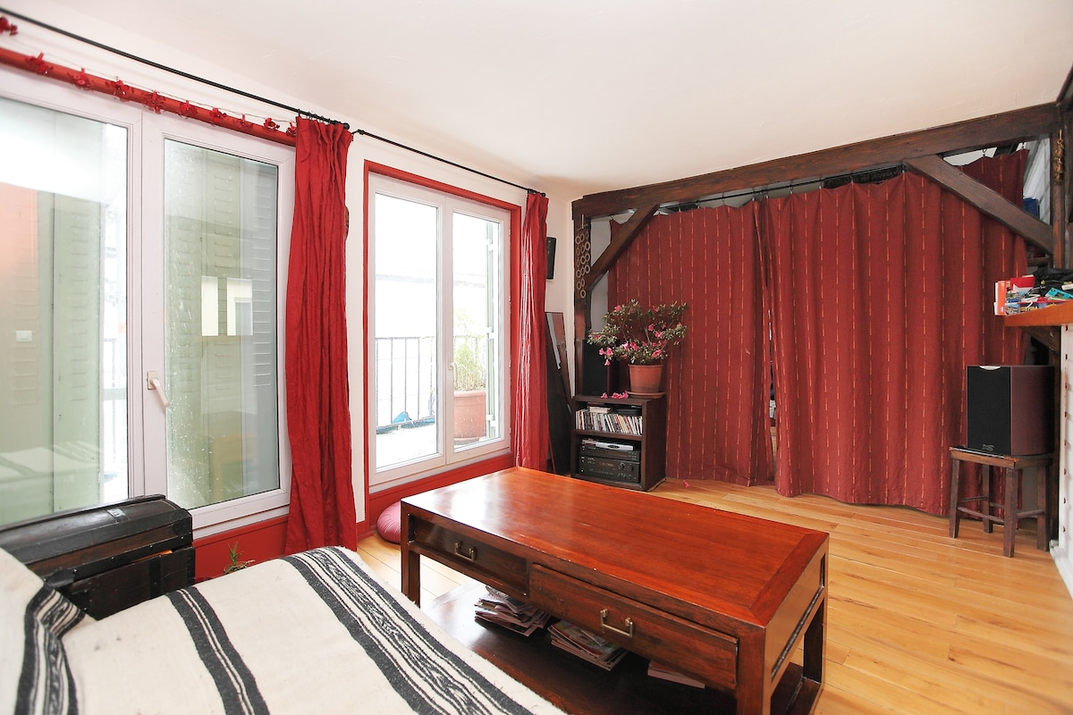 ROOM IN A CHARMING FLAT WITH TERRAC