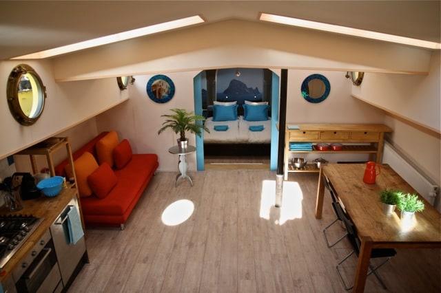 Luxury houseboat near Nieuwmarkt