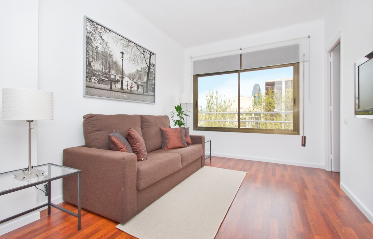 """Bright and airy open plan living room with Wi-Fi, 32"""" flat screen TV, fully air conditioned, an excellent view etc...at a special opening rate..."""