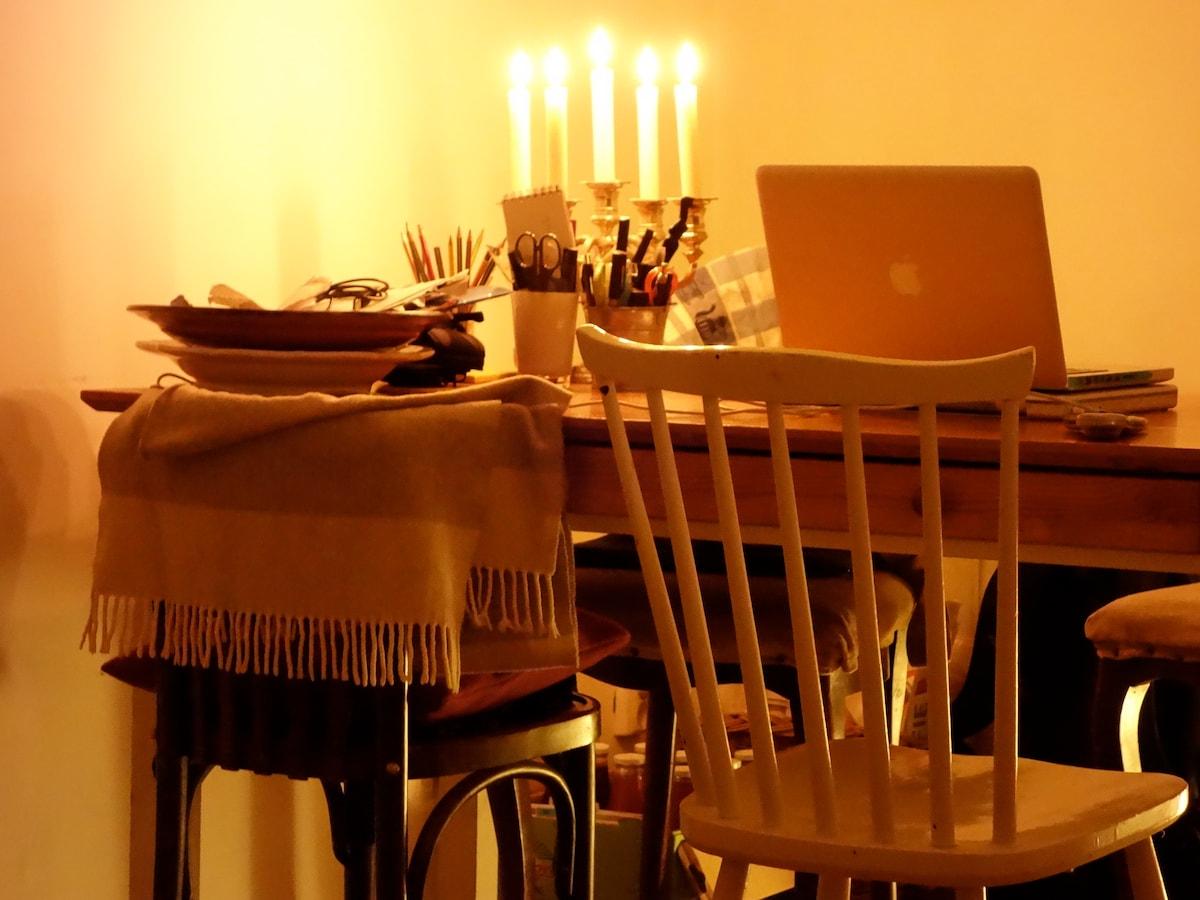 READING / DINNER TABLE IN BACK OF LIVING-ROOM