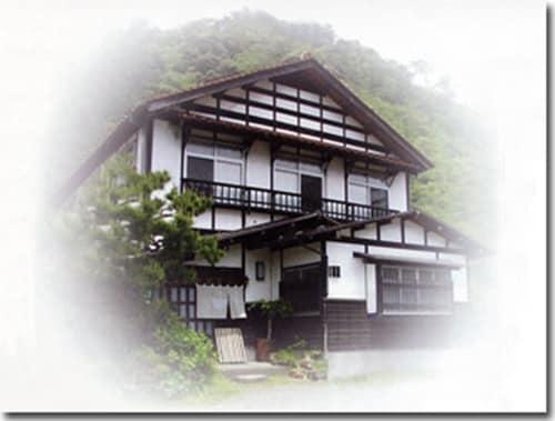 Minsyuku Satoyama  食堂民宿さと山