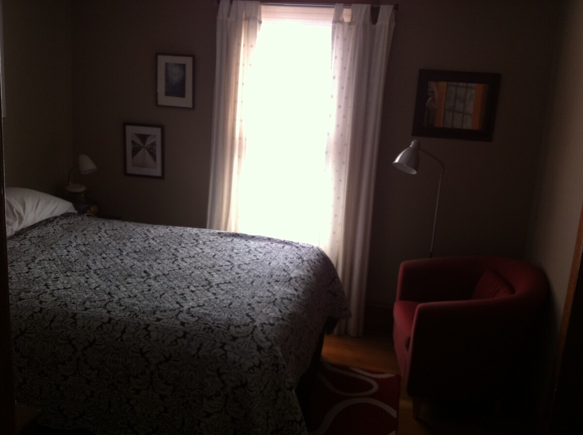 Here's the guest bedroom, it's a very comfortable queen sized bed.