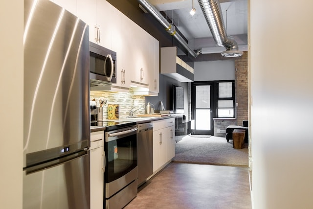 Fully-equipped, luxurious kitchen w/ dishes, espresso maker, sandwich press, Henkel knives, pots/pans
