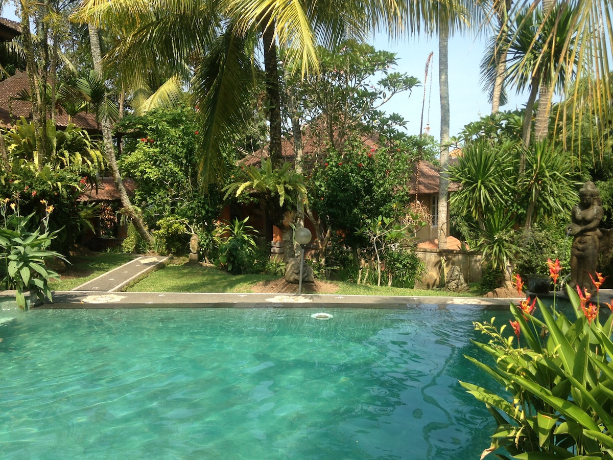 View from the pool to Villa Cinta's first floor entrance.