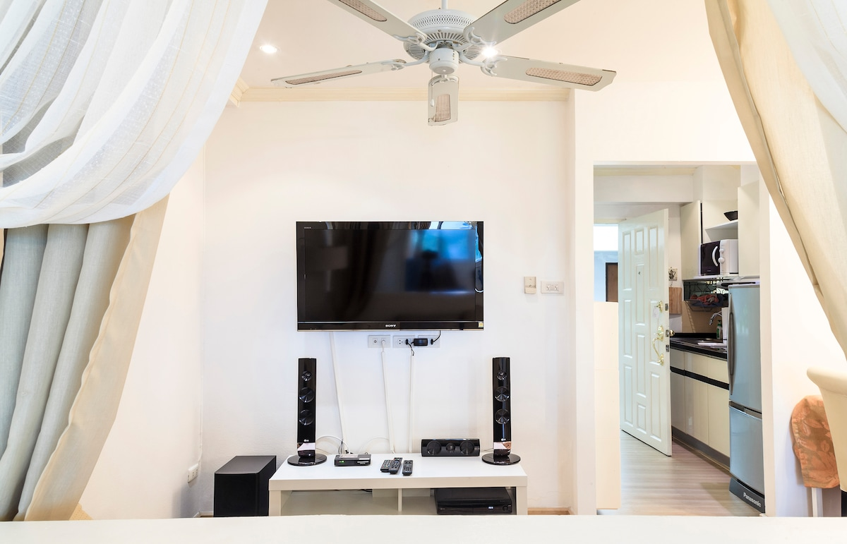 Living room: Ceiling fan, Sony flat screen TV and LG home theatre