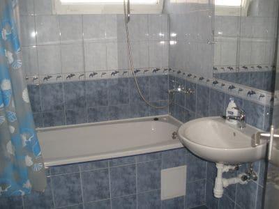 Apartment I. Bathroom w/ tub and shower