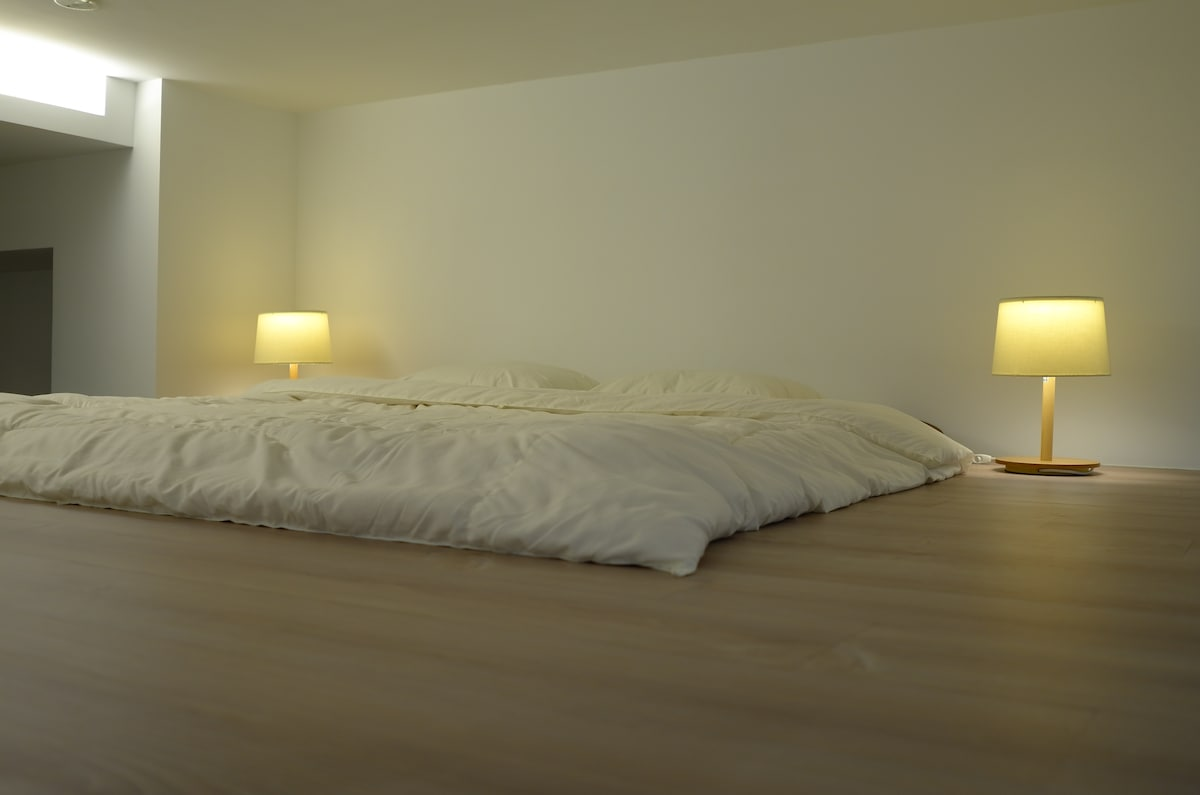 Queen size Japanese futon with exclusive mattress, duvet, and pillow menus for the perfect sleep