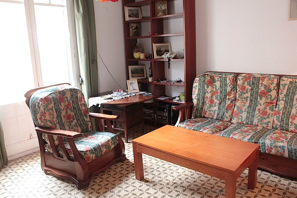 Room in large central flat
