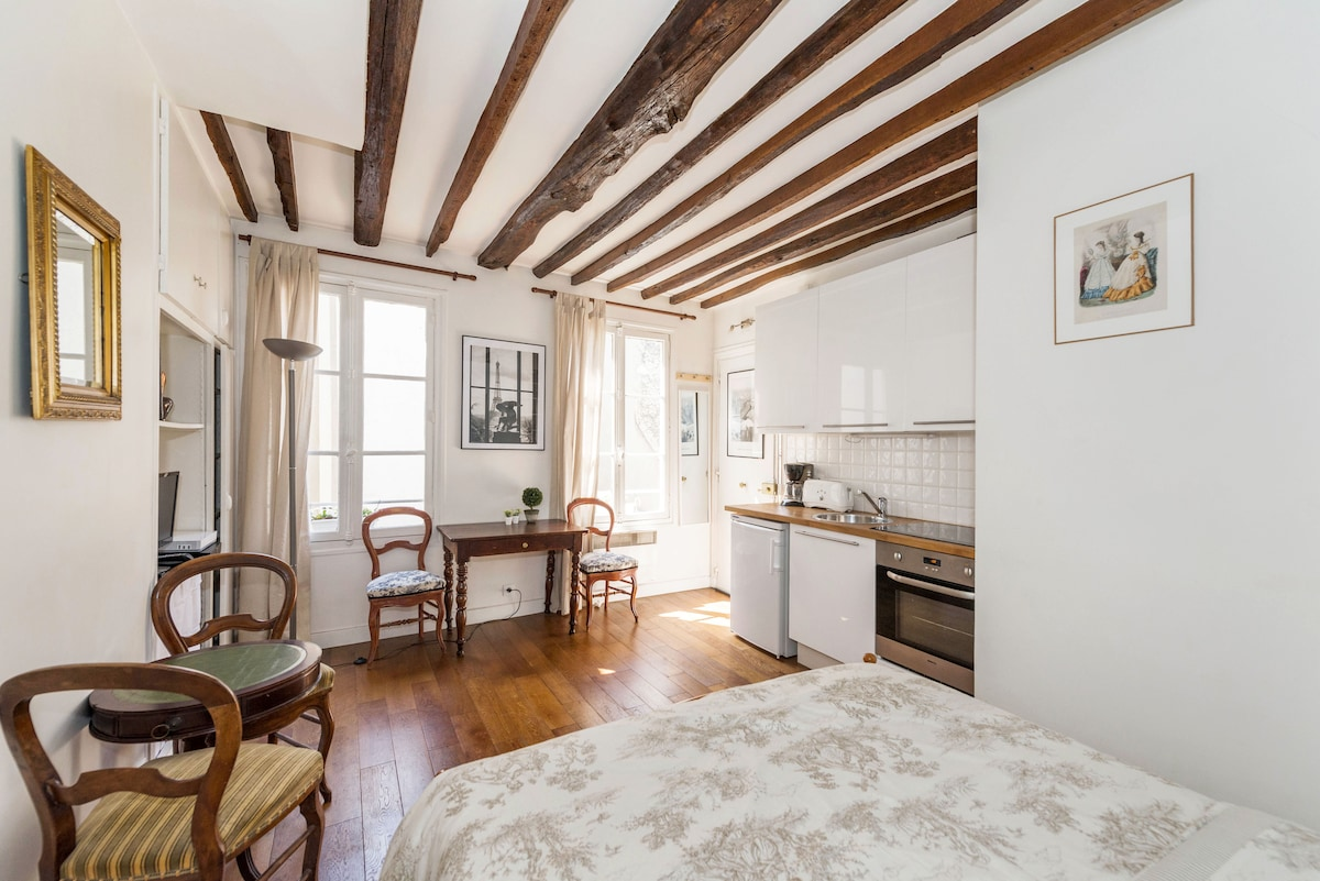 Quiet & Romantic Marais apartment