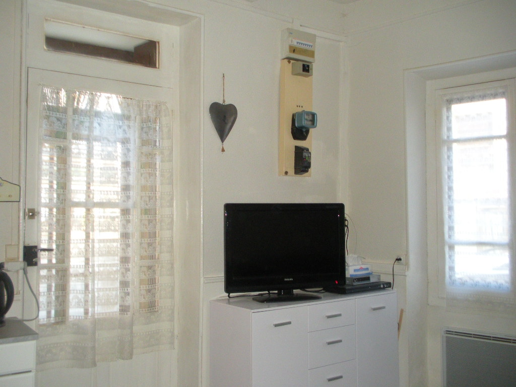 The lounge area with UK satellite TV