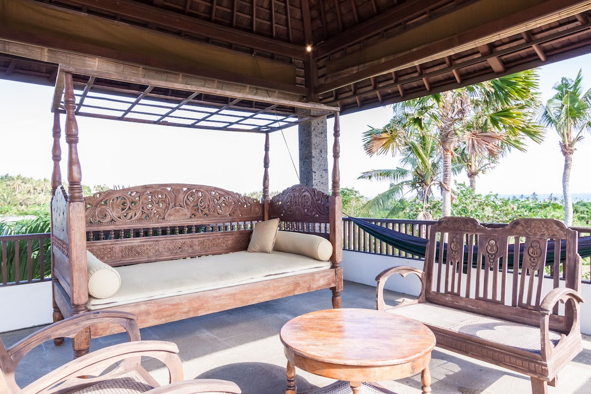 The bale on the second floor with extraordinary sea view to Tanah Lot and Nusa Dua.