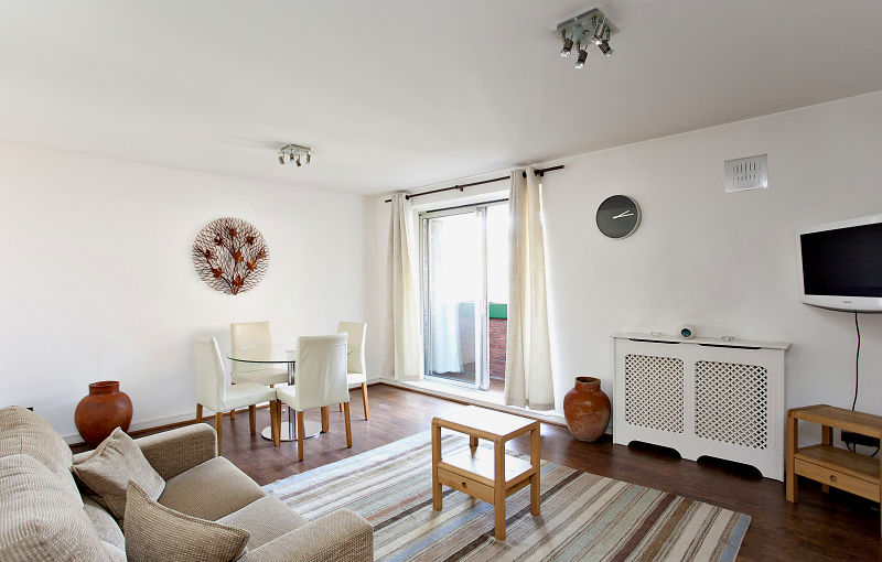 1 Bed Apt in Kensington - great location - 24hr Reception - Balcony, Fast Wifi, Lifts and up to 5 pax