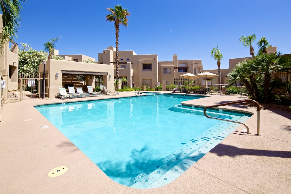 Resort style pool and jacuzzi - the pool is heated all year round
