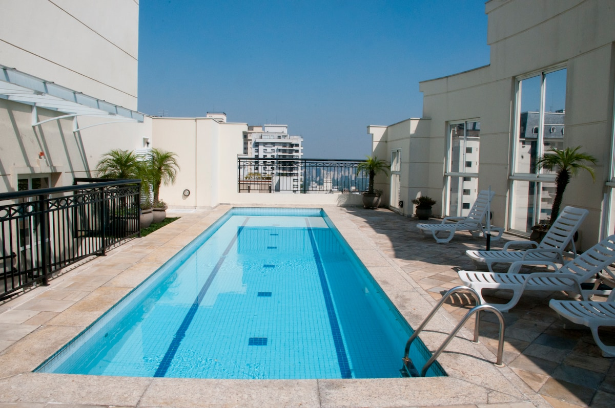 A-1 LUXURY GALLERY SUITE: PAULISTA AVE - JARDINS - Next to Paulista Ave on Jardins (Manhattan/ Soho) side.  Rooftop pool with breathtaking views.  Lightening ultra speedy 200 Mbps fiber optic internet wi-fi connection for business or personal use.