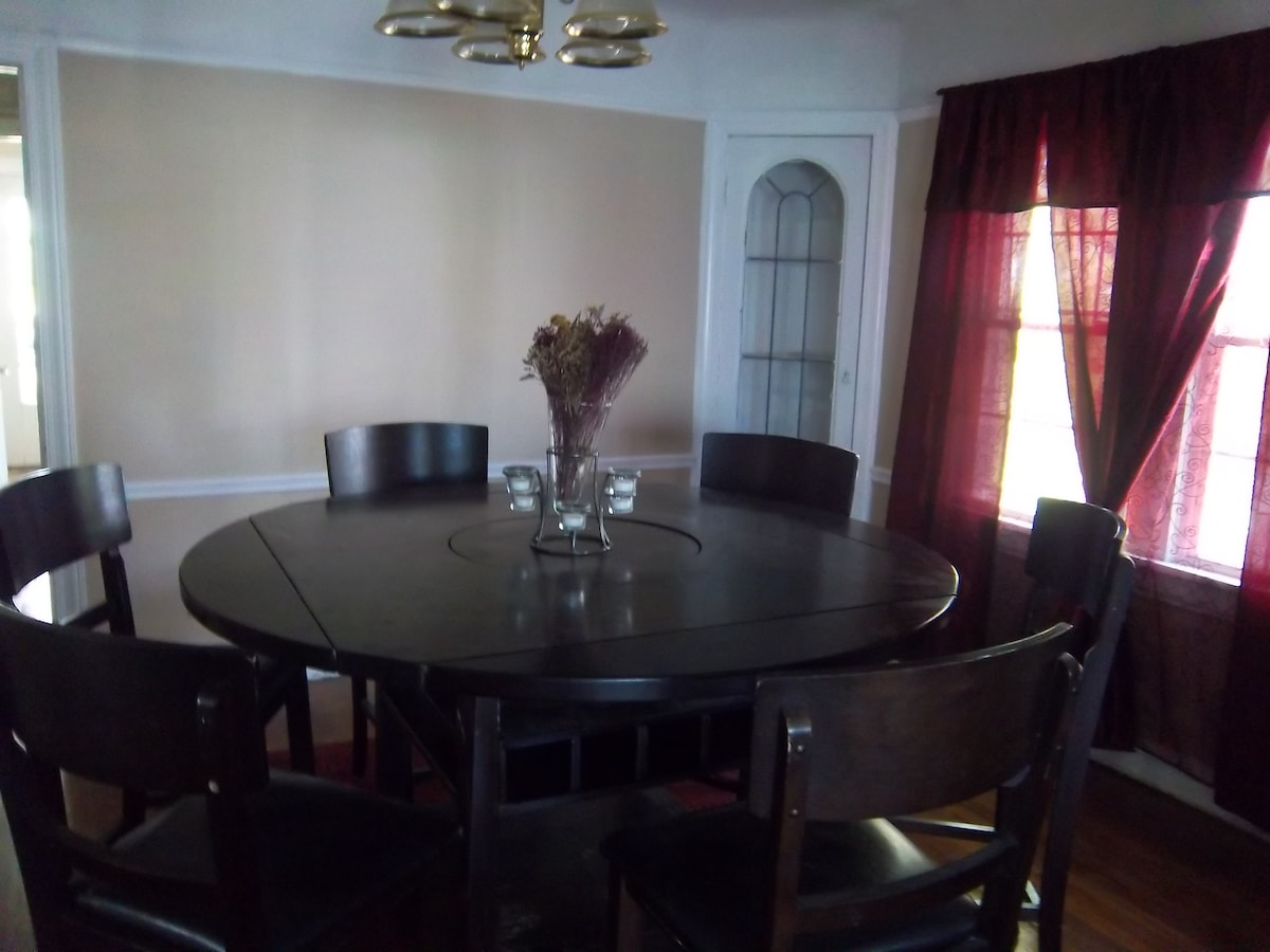 Dining Room (seats up to six)