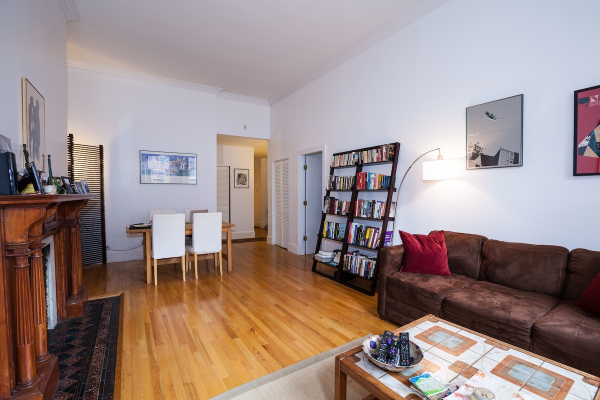 Beautiful Back Bay 1BR w/ Roofdeck