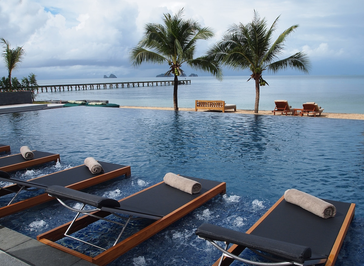 Pool at the Beach of the Intercontinental Resort