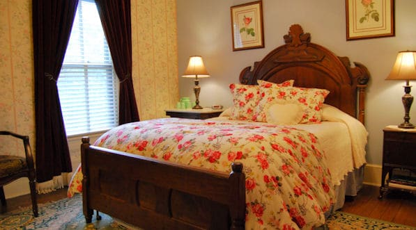 The Rocky Room - queen bed private bath overlooks the gardens and ponds
