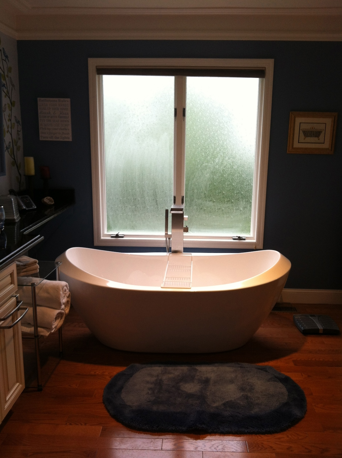 Relax and unwind after a long day! (Privacy Glass Window & blinds for Complete Privacy)