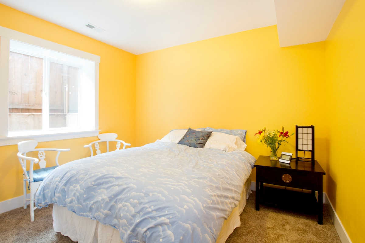 Private yellow room in SE 4square