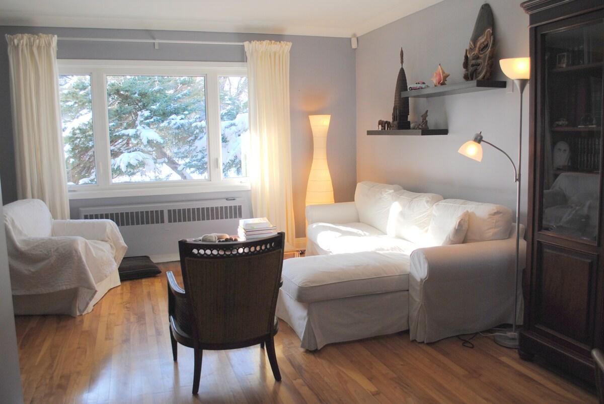 Cozy spacious house 4 bdrooms yard