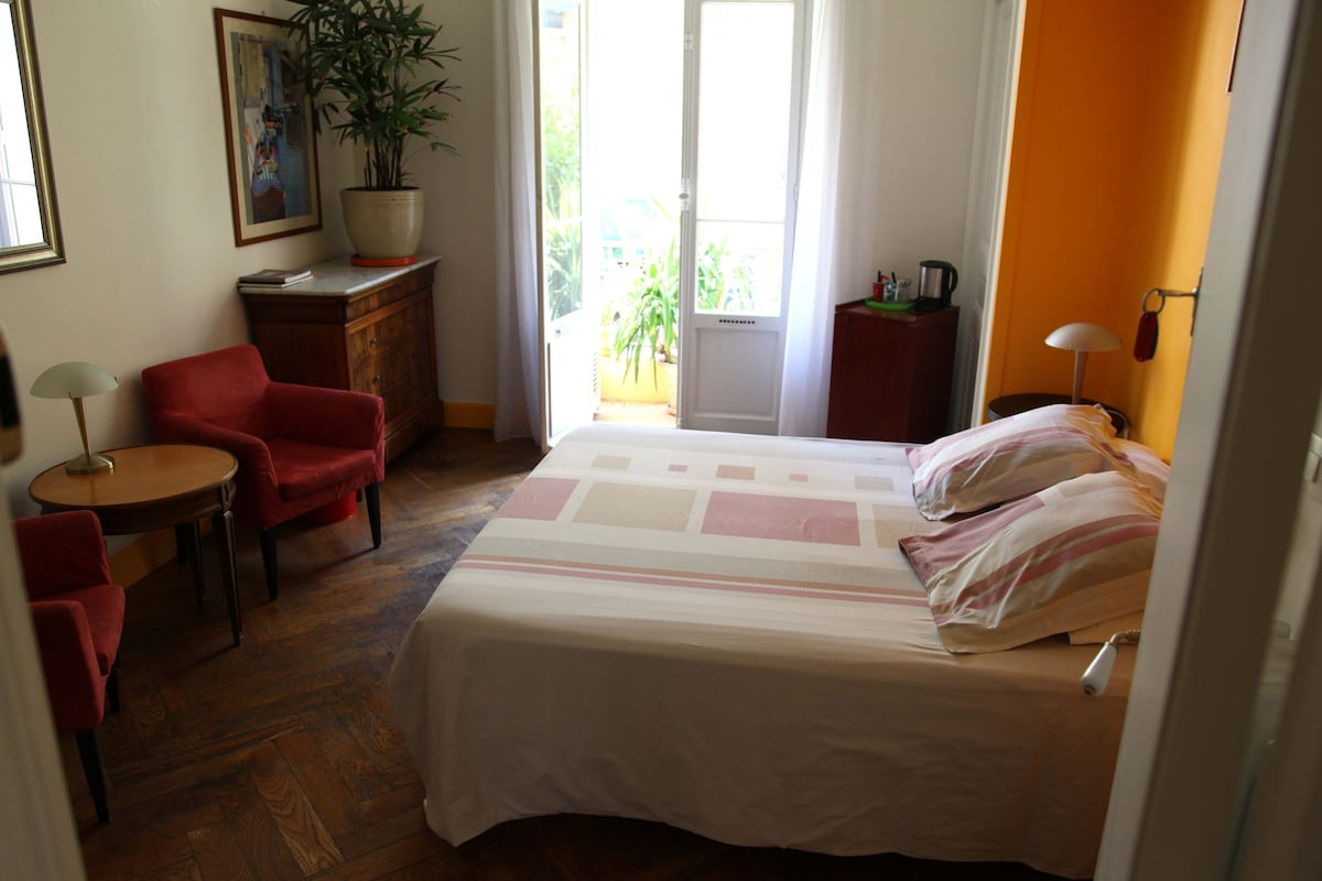 ChezJosephine, The Orange Room