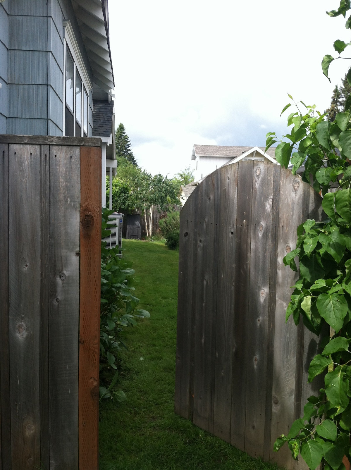 Your private entrance is around the back of the house