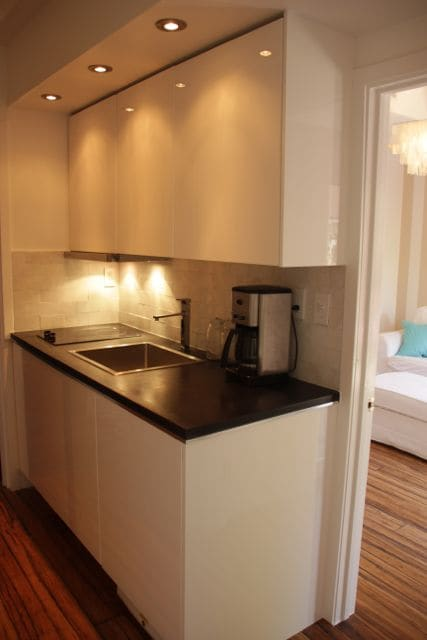 Small private, modern and well equipped kitchenette.