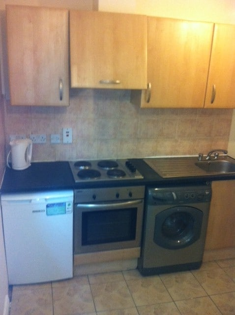 Full Fitted kitchen with Hob and oven and washing machine