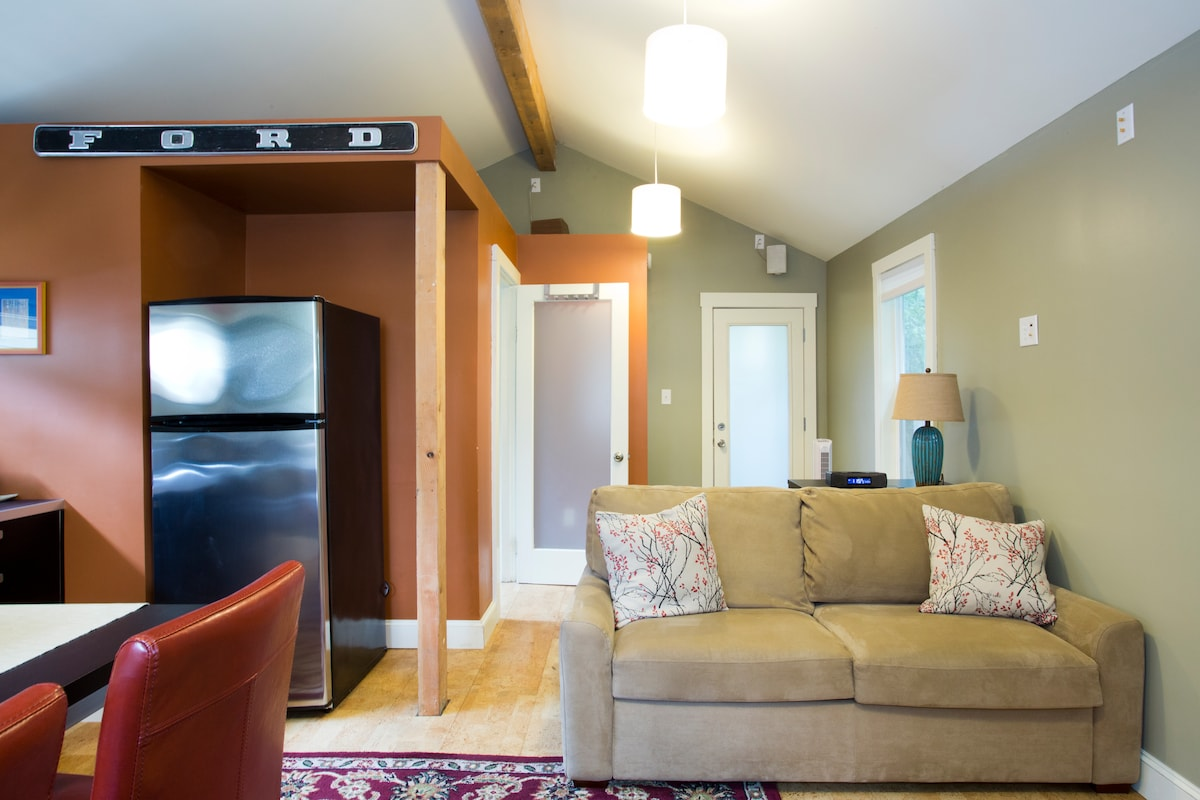 Quaint & Cozy Sellwood Guest House