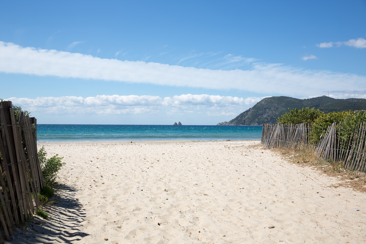 300 meters from Sablettes beach