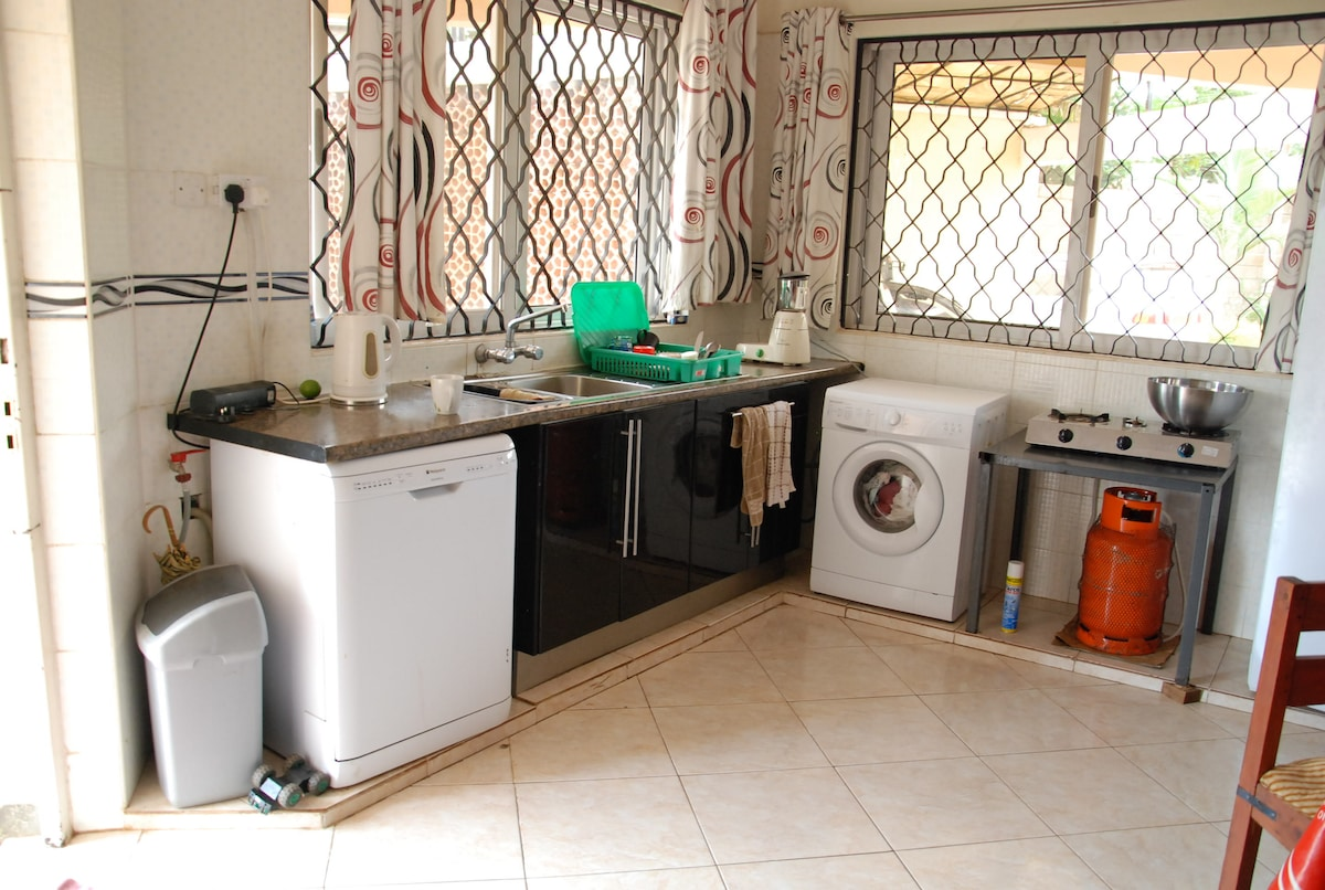 As in other places in the world, there are occasional powercuts - there is a gas stove as an alternative or for speed.