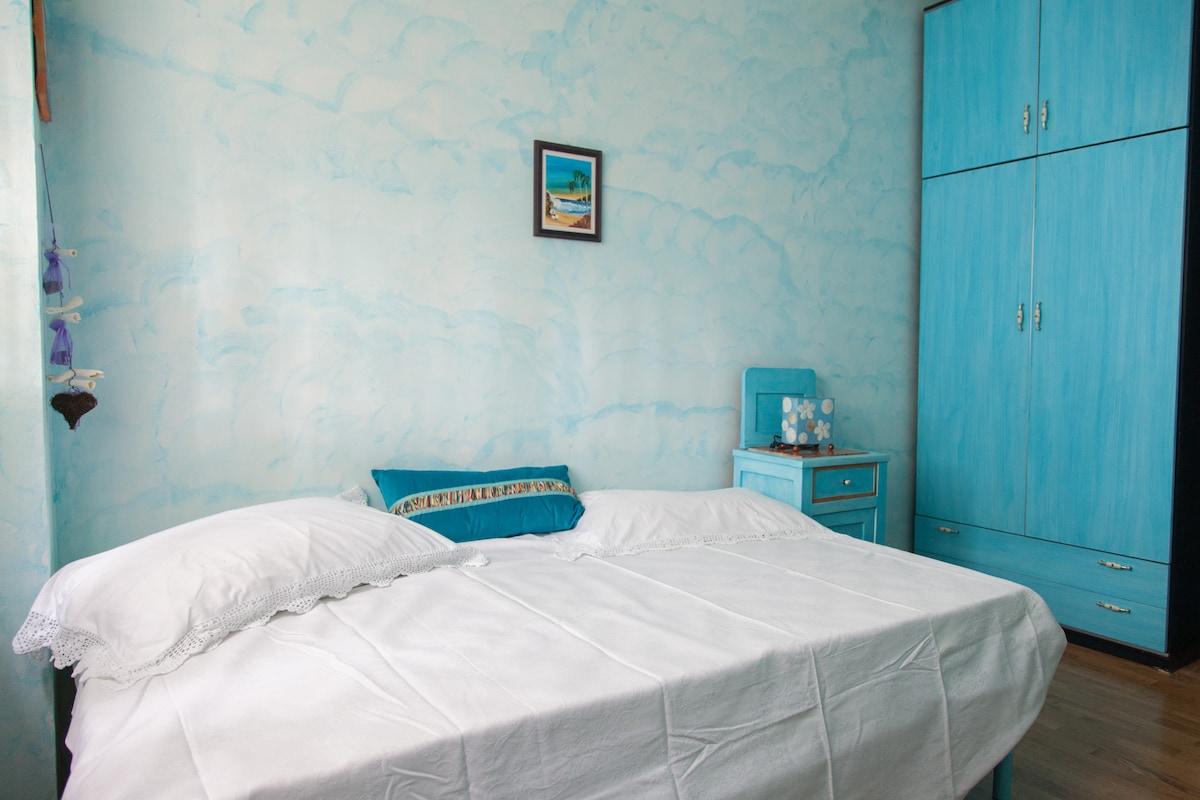 La gatta blu stanza blu