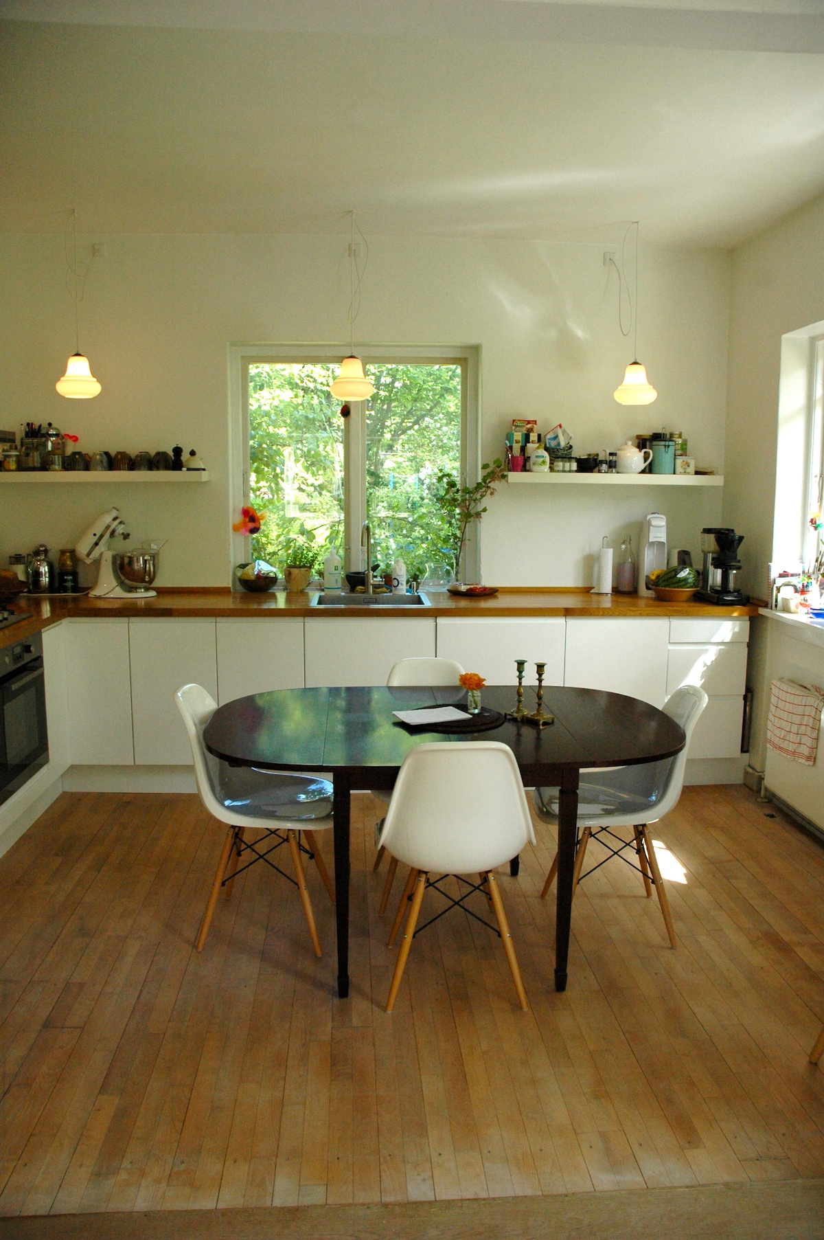 Kitchen - fully equipped including basic food stuff, coffee machine and dishwasher.
