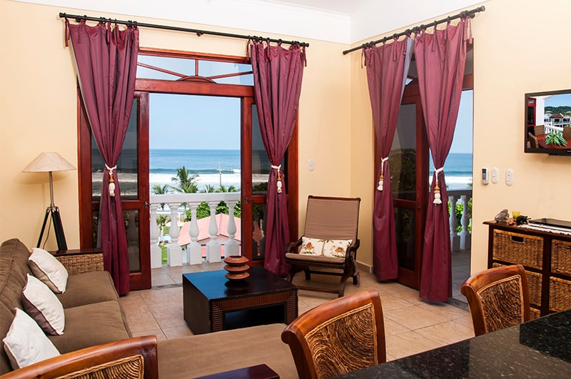 Gorgeous Beachfront Unit with amazing ocean view!