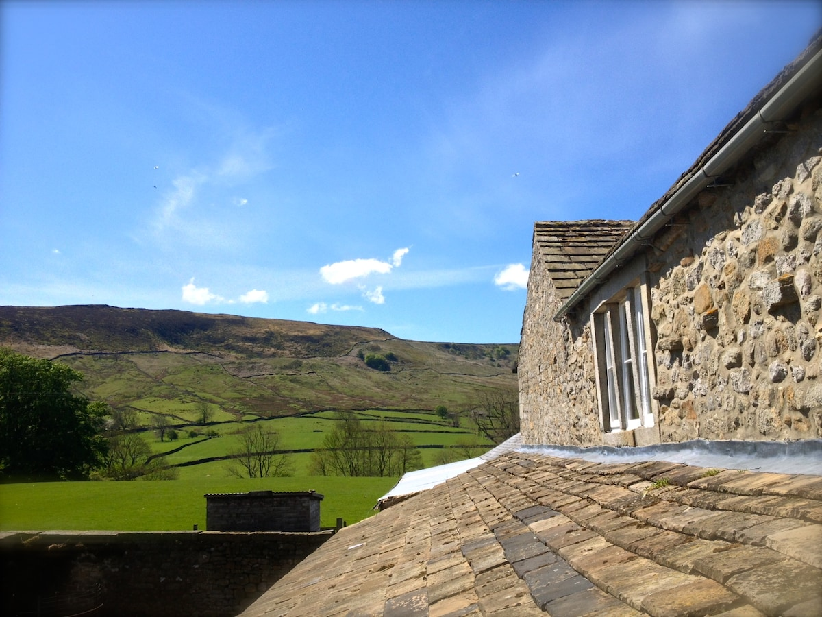 The house is in a great location with magnificent views and walks from the door