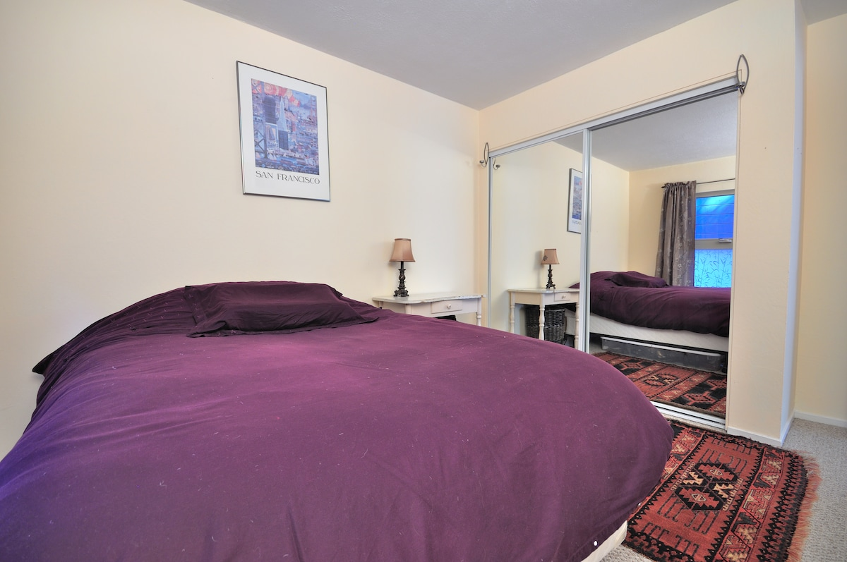 Guest Bedroom for one or two people.