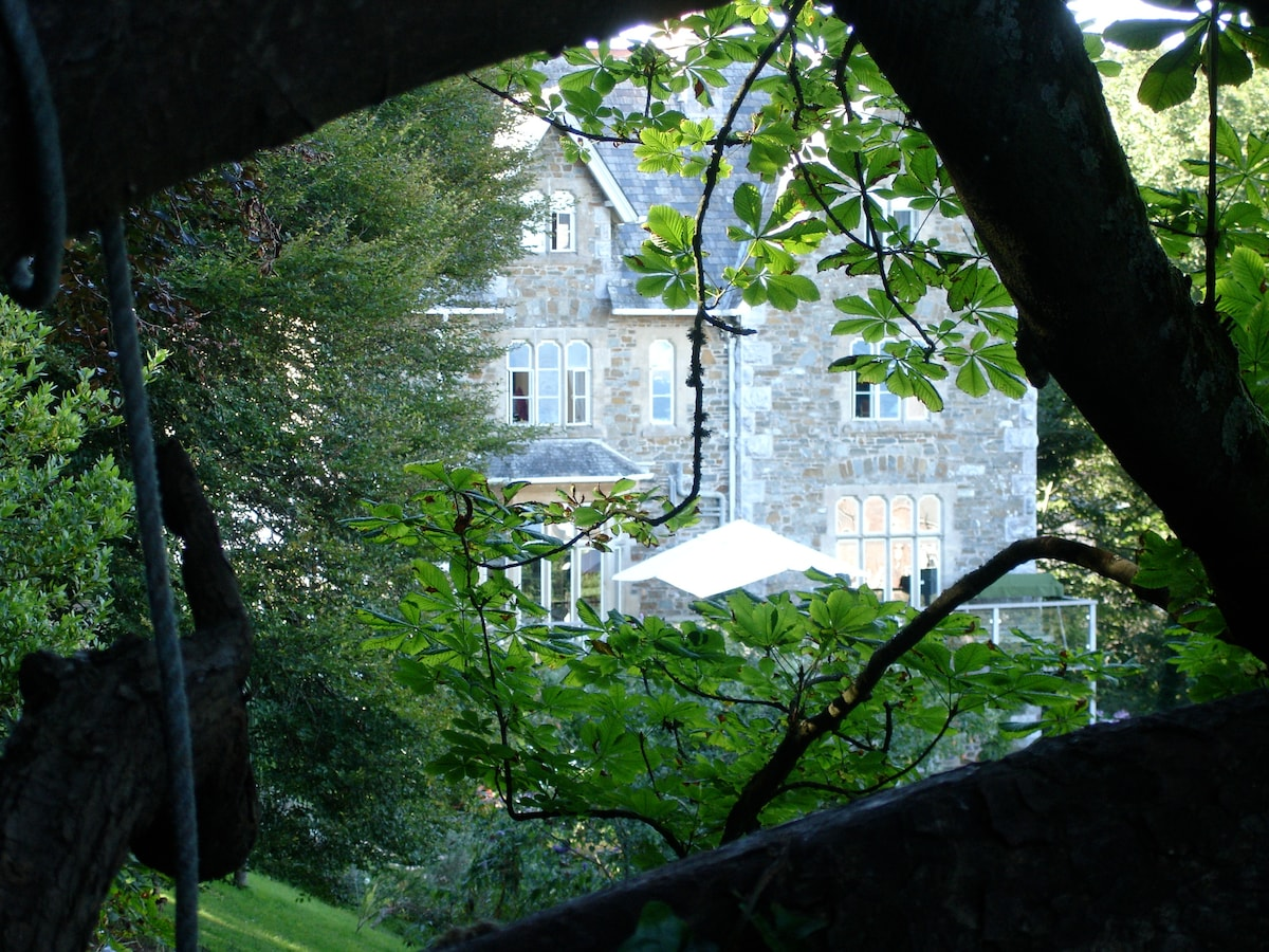 Mewstone View garden apartment