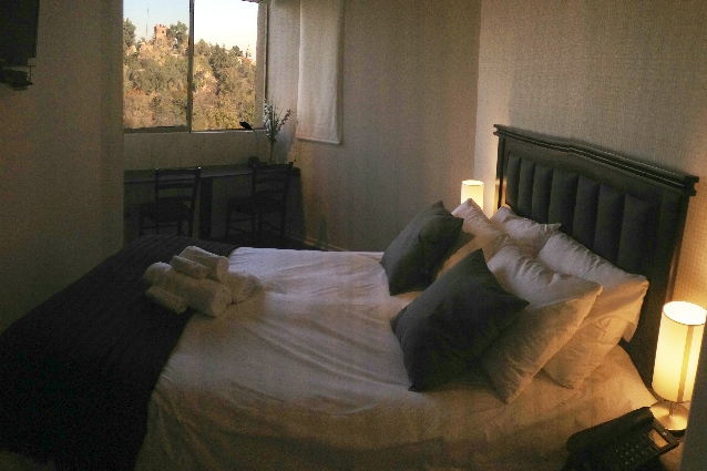 Queen size Bos Spring bed, work-desk, view to Santa Lucia Hill