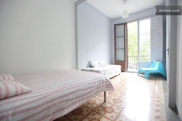 Private big room, wifi Ramblas