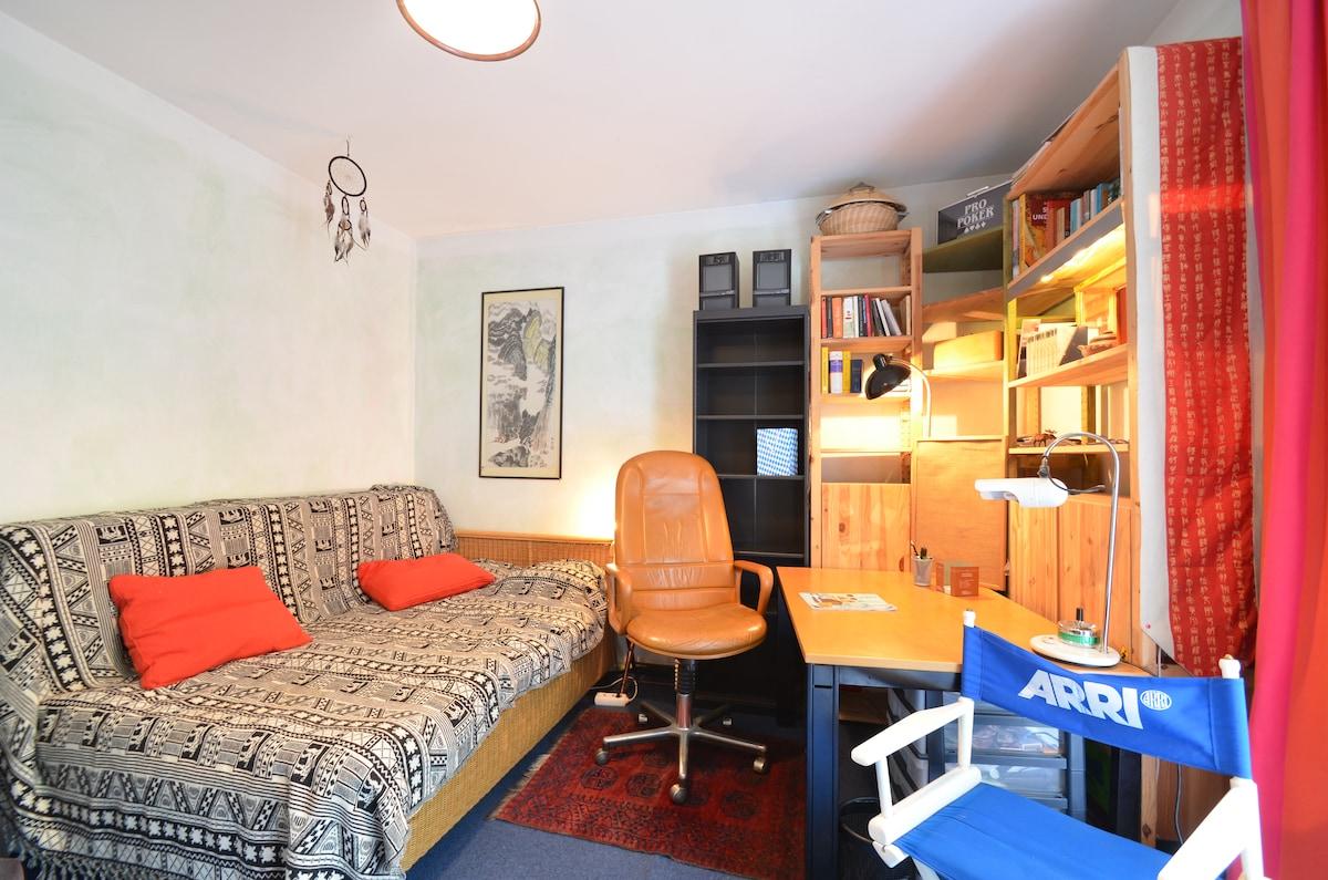 Beautiful room in central Schwabing