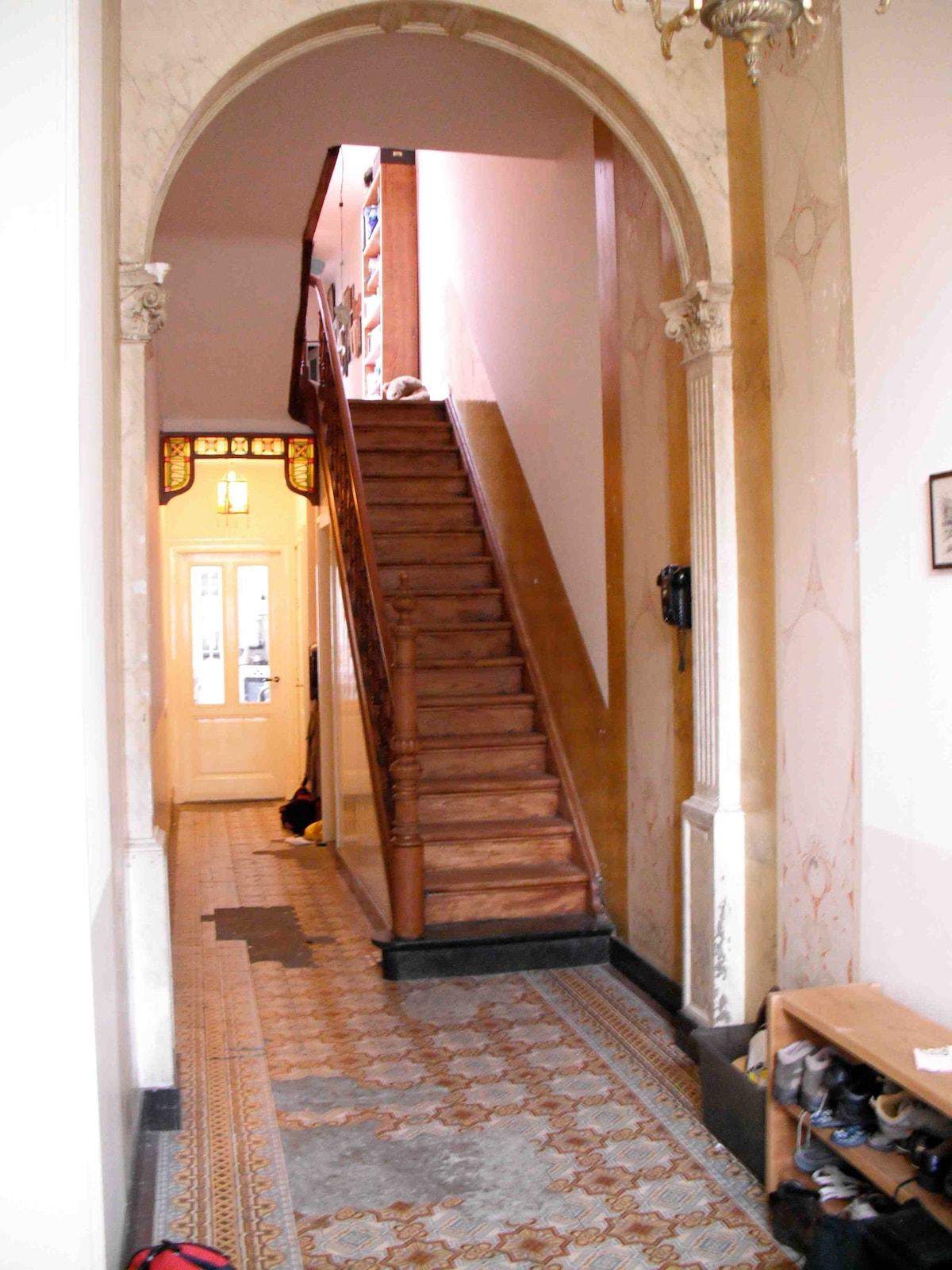 The beautiful entrance /   De mooie entree
