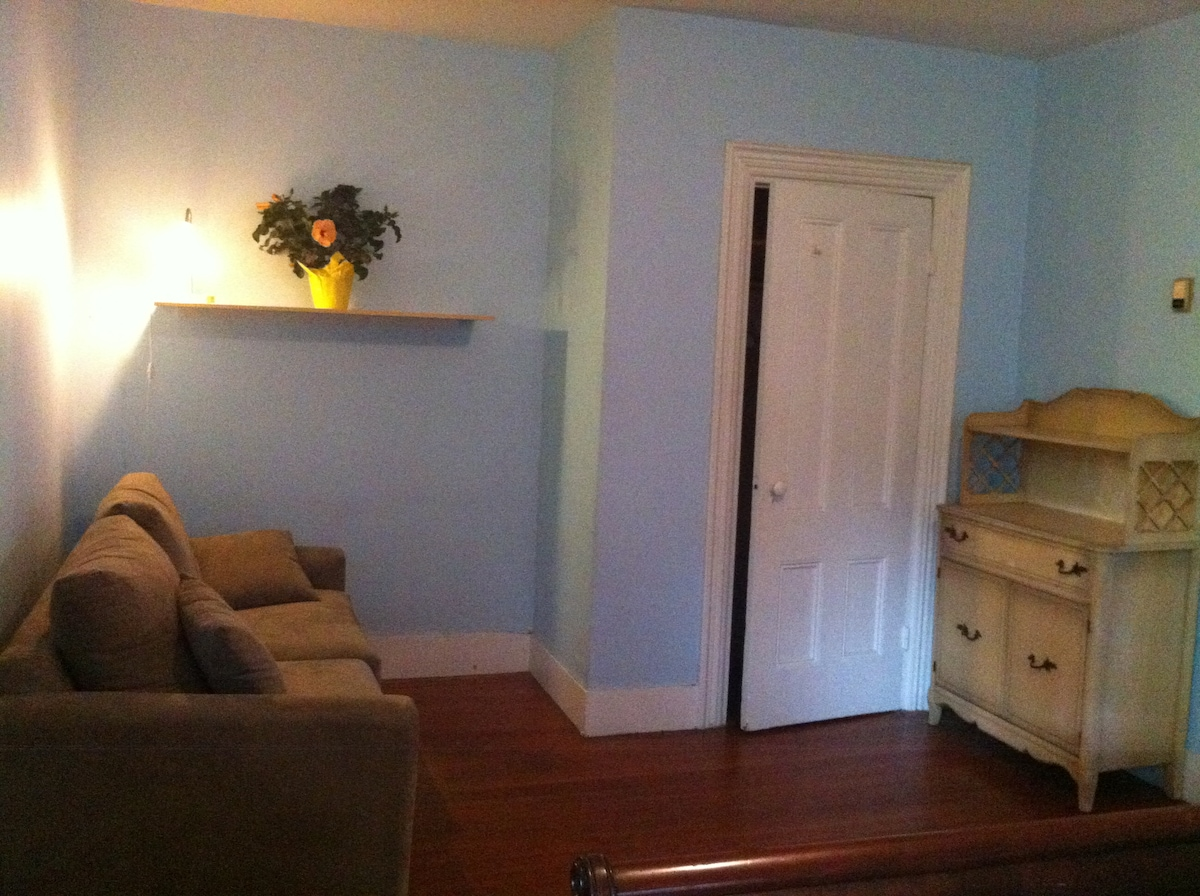 other side of bedroom