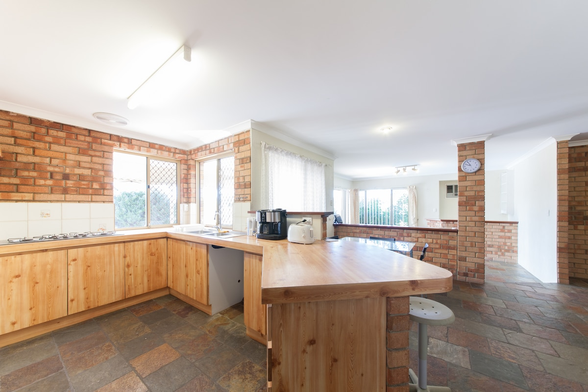 Comfy spacious Home in Thornlie