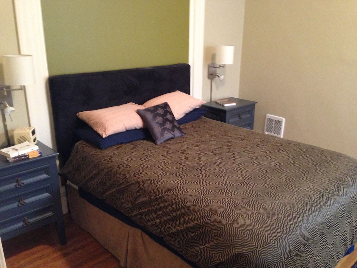 2nd BR, Q bed