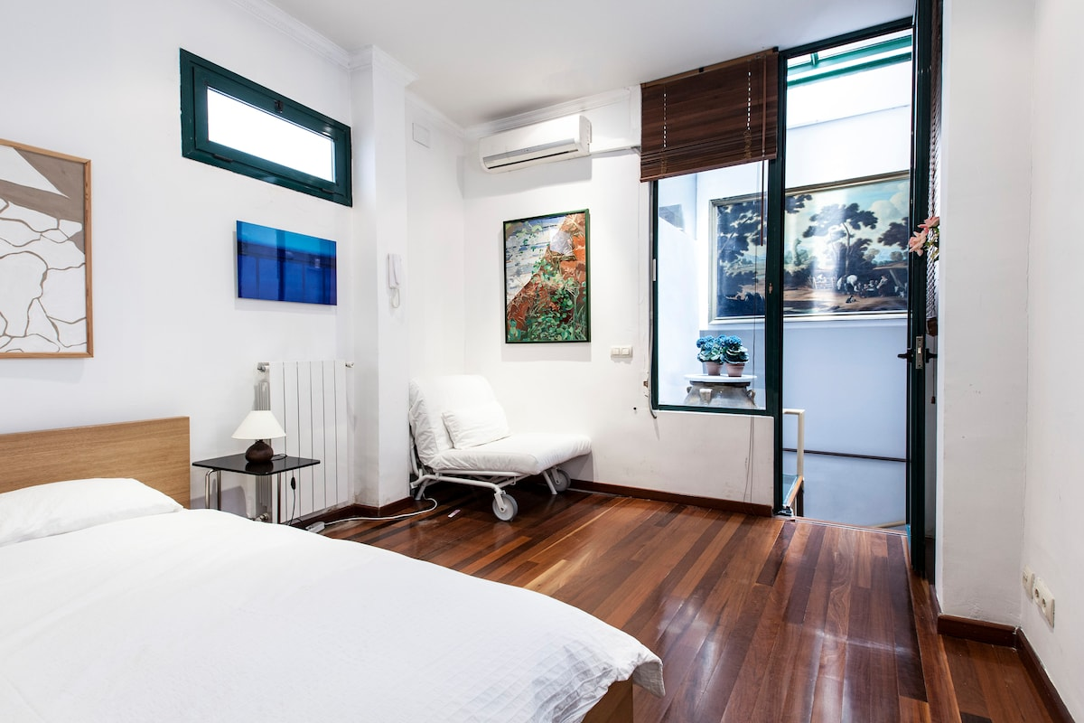 Bedroom on upper level of Duplo apartment
