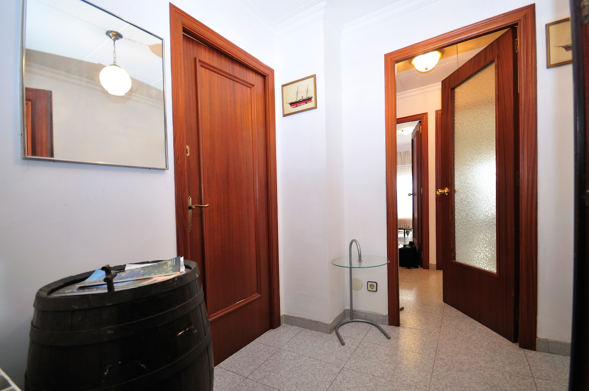 Room&Bath in the center of Blanes