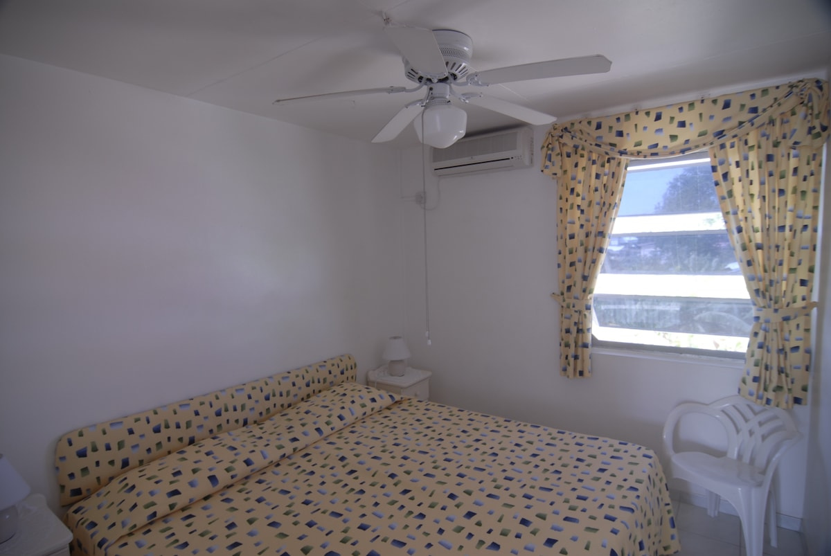 Reasonable room AC  3 min. to beach